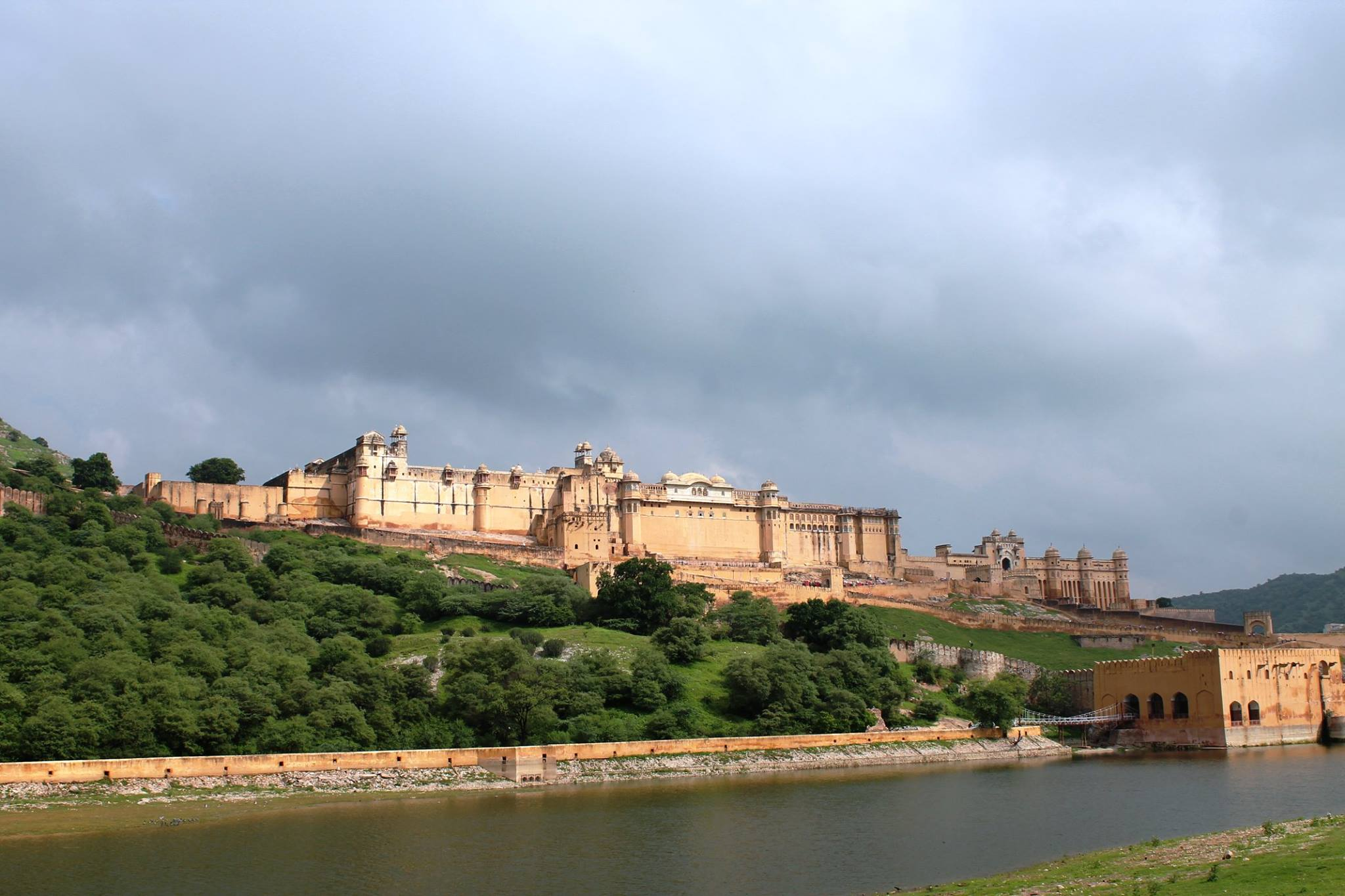 Amer Fort, Jaipur Stands majestic over a reflecting moat with sashaying elephants and mirrored halls